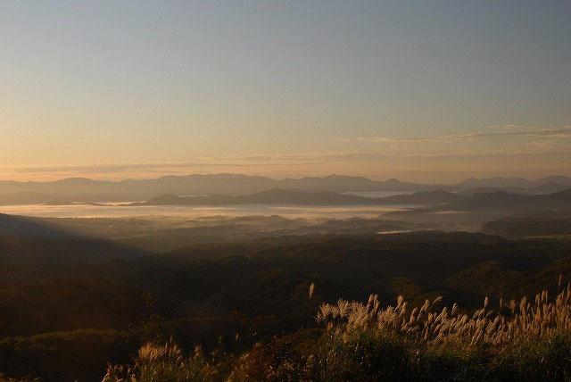 日の出後の蒜山三座1