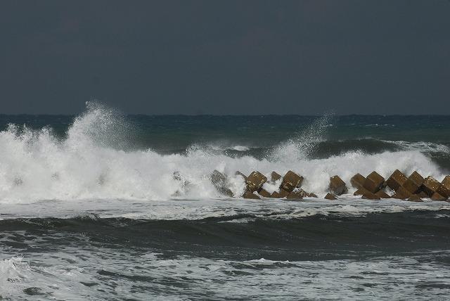 荒れる羽合海岸10