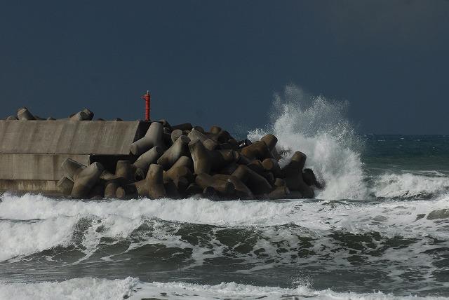 荒れる羽合海岸12