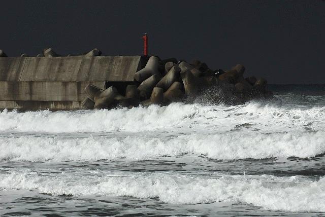 荒れる羽合海岸16