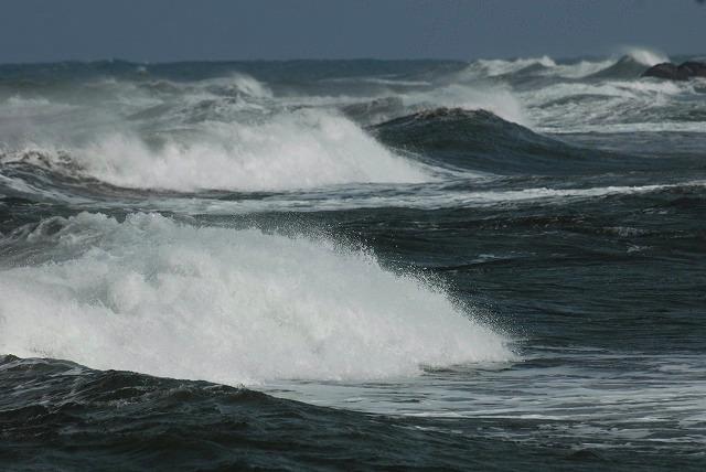 荒れる羽合海岸20