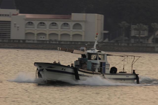 帰還する牡蠣船2