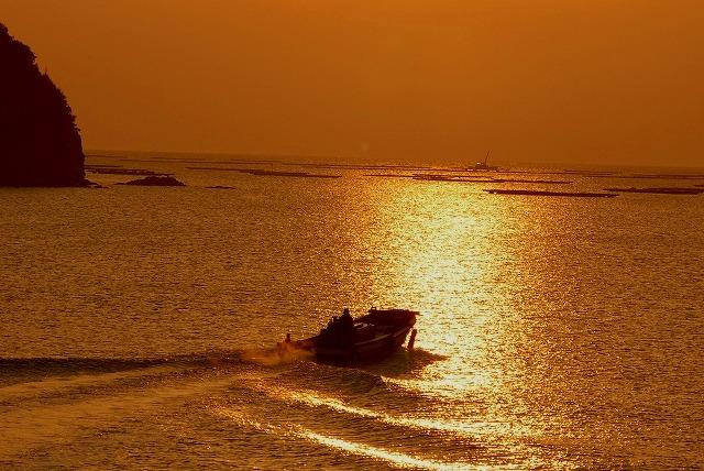出漁する牡蠣船5