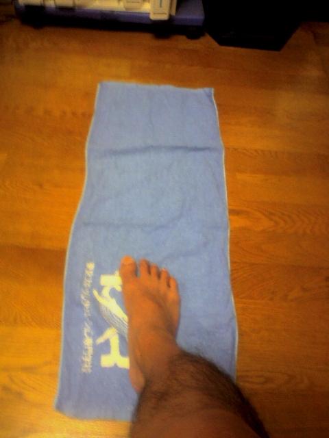 タオルギャザー 足の指を使ってタオルを引き寄せる