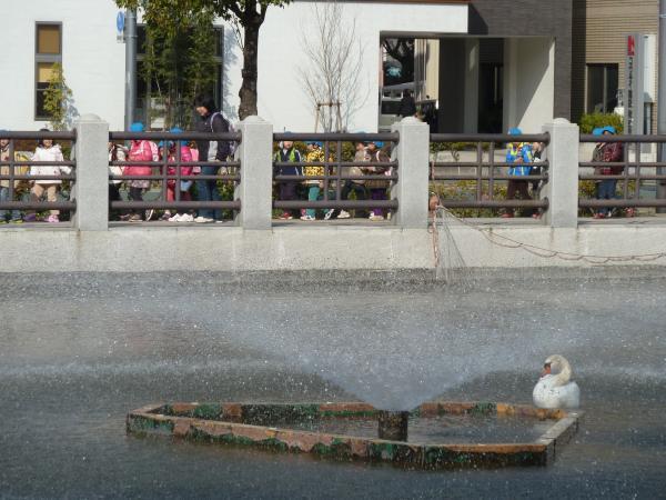 幼稚園児と噴水8