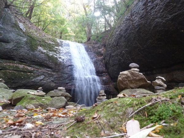 石積と滝12