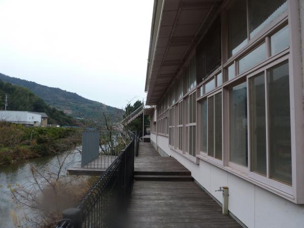 廊下と川5