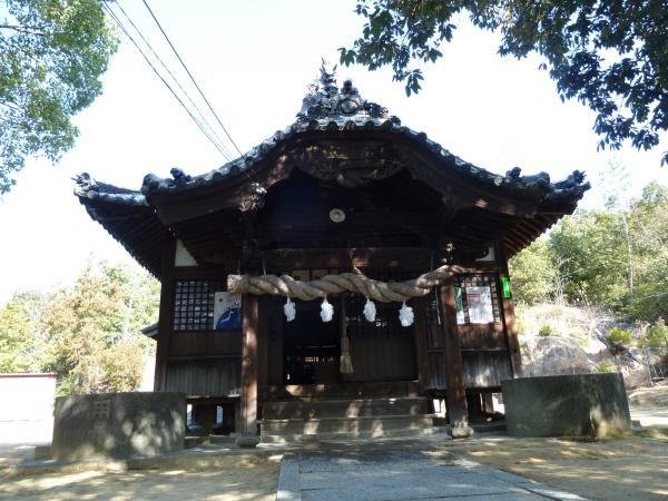 高家八幡神社社殿2