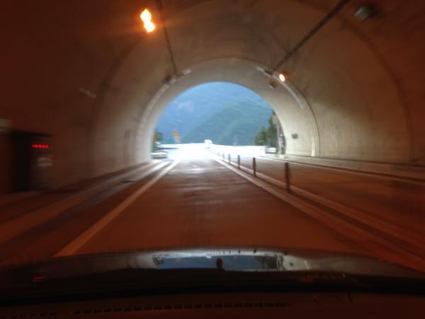 トンネル出口3