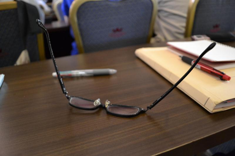 クラッシャー平塚のメガネ