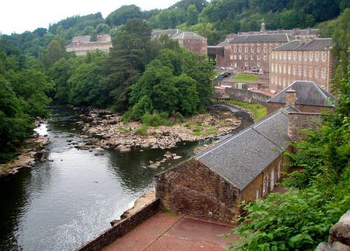 800px-New_Lanark_buildings_2009_convert_20120704190948.jpg
