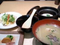 3/19 昼食 鯛づくし 鯛めし、鯛の味噌汁、鯛のカルパッチョ、漬物  一汁五穀