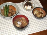 6/23 夕食 ごまひじき団子とこんにゃく、がんもの煮物、ジャンボしめじのガーリック炒め、冷奴、アサリの味噌汁