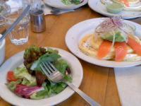 3/15 昼食 パンケーキランチ アボカドとサーモン、サラダ、スープ、コーヒー、アイスクリーム