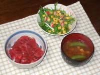 11/20 夕食 鉄火丼、水菜のサラダ、スナップエンドウとシメジの味噌汁