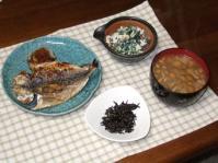 1/31 夕食 鯵の干物、ほうれん草の白和え、子持ちひじき、なめこと豆腐の味噌汁