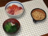 1/5 夕食 海鮮丼、もやしのラー油和え、もずくの吸い物