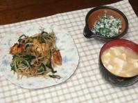 2/6 夕食 生揚げ・ニラ・もやしのオイスター炒め、ほうれん草の白和え、豆腐と油揚げの味噌汁