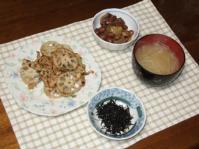 2/25 夕食 豚肉とれんこんのカレー炒め、さつまいもと金時豆の煮物、もやしの味噌汁、ひじきふりかけ