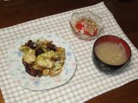 2/27  夕食 牛肉とキャベツのスタミナ炒め、トマトと玉ねぎのサラダ、もやしの味噌汁