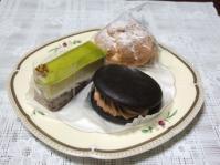 3/19 百円ケーキ 塩シュー、ピスタチオのケーキ、ウーピーパイ  パティスリーミュール