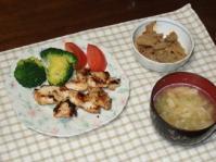 3/19 夕食 鶏むね肉の塩麹焼き、レンコンのきんぴら、キャベツと油揚げの味噌汁