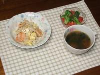 3/29 海老玉チャーハン、トマトとブロッコリーのサラダ、餃子入りスープ
