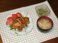 4/5 夕食 鶏胸肉のカレーソテー、中華クラゲ、キャベツと油揚げの味噌汁
