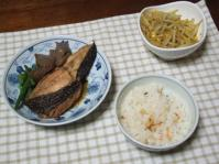 4/9 夕食 鰈の煮付け、もやしとコーンのカレー炒め、桜えびと菜の花ご飯