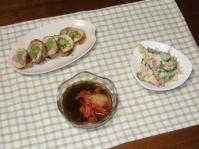 7/2 夕食 鶏肉のアスパラ巻、ベーコンと玉子の炒めサラダ、キムチもずく酢