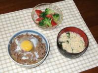 7/4 夕食 牛丼、トマトとブロッコリーのサラダ、玉子スープ