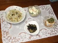 7/25 夕食 高菜としらすのチャーハン、海老とブロッコリーのサラダ、蒸ナスとワカメのポン酢和え、冷奴