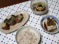 8/31 夕食 なすのエビ詰め煮、10品目の海藻サラダ、冷奴、十穀ご飯