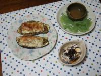 9/5 夕食 なすのひき肉詰チーズ焼き、刺身こんにゃく、冷奴