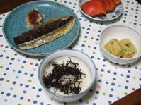 9/8 夕食 さんまの塩焼き、トマト、冷奴、ひじきふりかけご飯