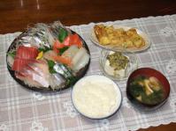 9/10 夕食 刺身、小エビ入り玉子焼き、冷奴、ほうれん草と油揚げの味噌汁