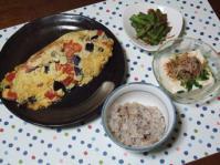 10/2 夕食 野菜塩麹オムレツ、いんげんと干しえびのザーサイ炒め、冷奴、十穀ご飯