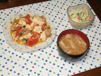 10/20 夕食 豚バラと豆腐のトマト炒め、マカロニサラダ、えのきと油揚げの味噌汁