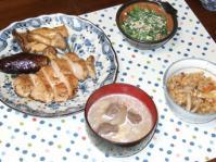 11/5 夕食 塩麹漬鶏のソテー、ほうれん草の白和え、豚汁、キノコの炊き込みご飯