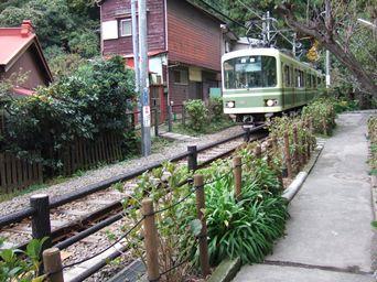 11/13 トンネルから江ノ電  御霊神社入口