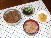 11/20 夕食 牛丼、ジャガイモのカレー塩麹炒め、オクラもずく酢、大根と油麩の味噌汁