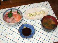 11/25 夕食 海鮮丼、下仁田ネギのホットサラダ、小松菜と油麩の味噌汁