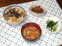 1/9 夕食 親子丼、きんぴらごぼう、大根の味噌汁、かぶの浅漬け