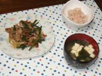 2/6 夕食 豚肉とにんにくの芽のオイスター炒め、れんこんのたらこクリーム和え、豆腐とわかめの味噌汁