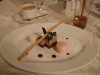 2/8 夕食 デザート 和三盆のキャラメルムースとマカロン クルーズ・クルーズ