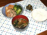 2/21 夕食 豚肉と厚揚げの治部煮風、玉子とブロッコリーのサラダ、キャベツと油揚げの味噌汁