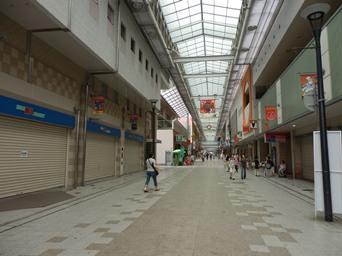 8/15 定休日とお盆休みで閑散としている新長田の商店街