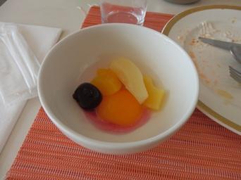 8/16 朝食バイキング フルーツは缶詰  神戸のホテル