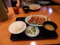 10/21 昼食 大餃子定食  ちょもらんま