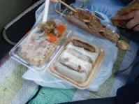 11/3 昼食  ホタテおこわ、カツサンド、フランクフルト、牛タン串  入間航空祭で